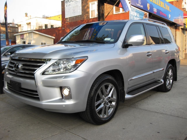 I want to Sell my USED 2013 Lexus LX 570 Base